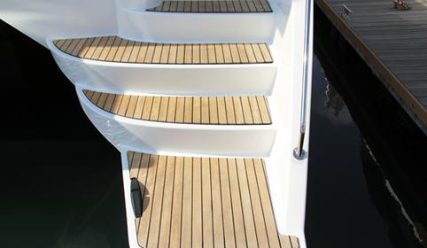 太阳鸟游艇柚木甲板案例