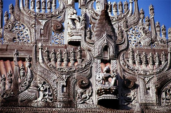 缅甸金色宫殿柚木寺